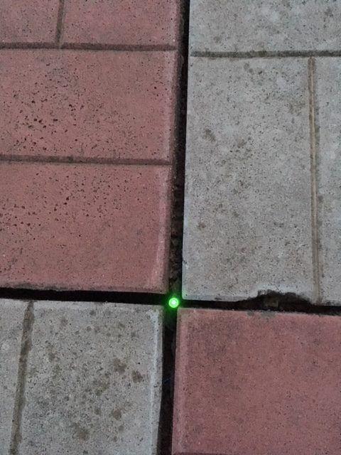 Тротуарная плитка с подсветкой от земли