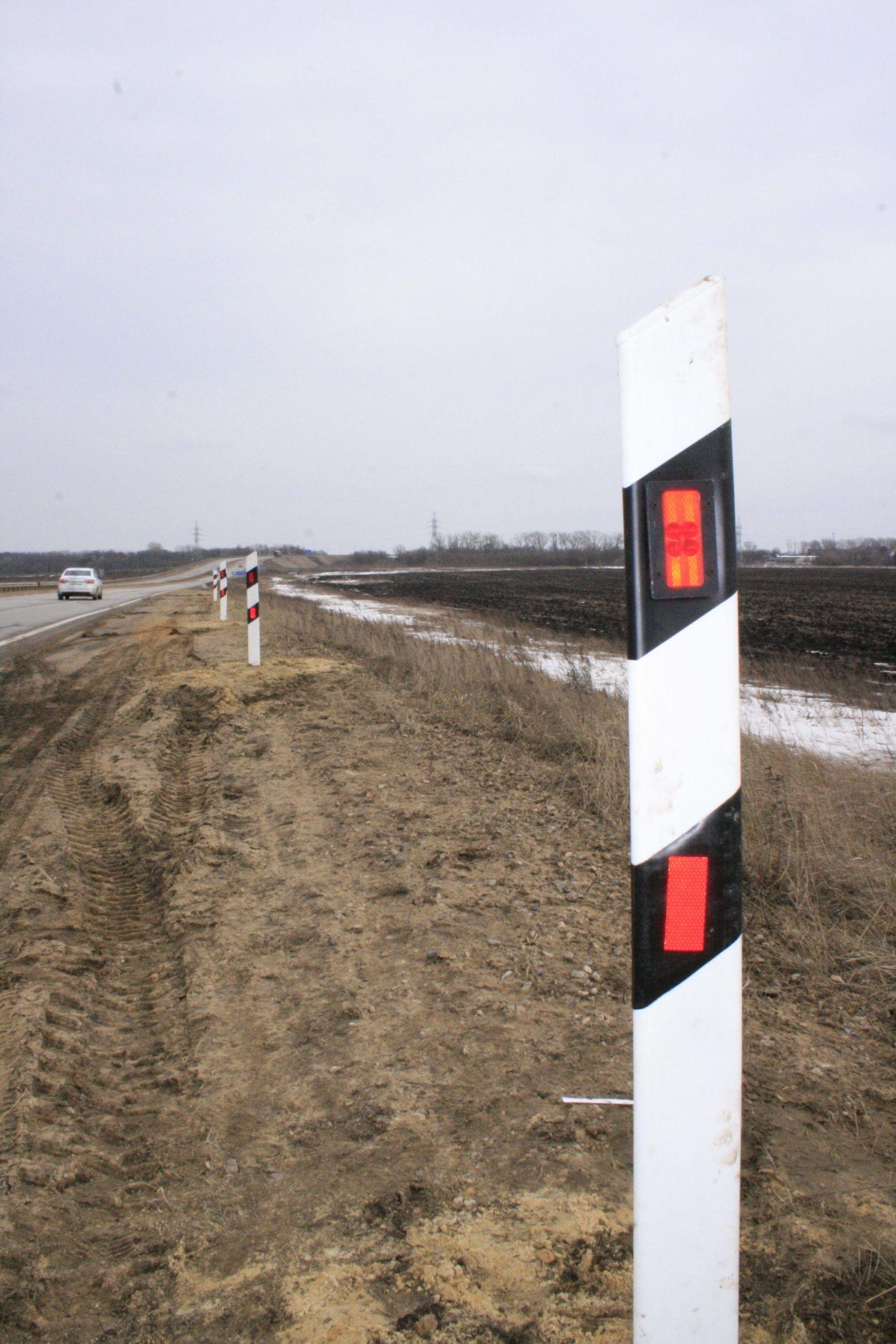 Дорожный сигнальный столбик Ф1 с активной подсветкой