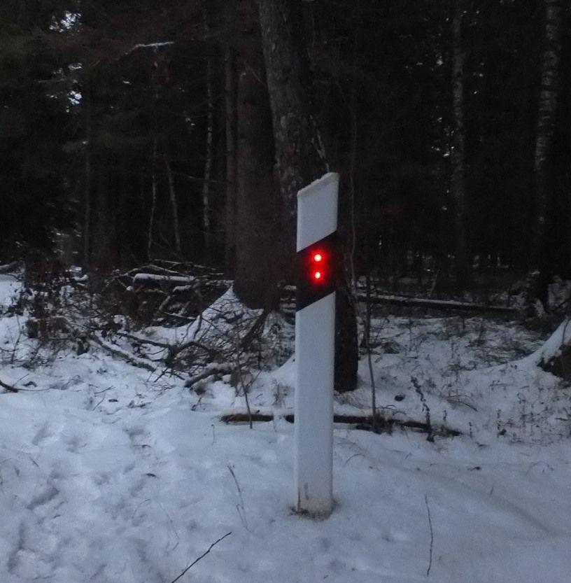 Дорожный сигнальный столбик с подсветкой от земляной батареи